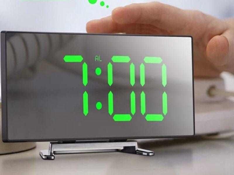 будильник-телевизор-часы