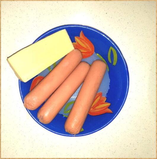 Фото для статьи- ингредиенты для блюда- сосиски и сыр