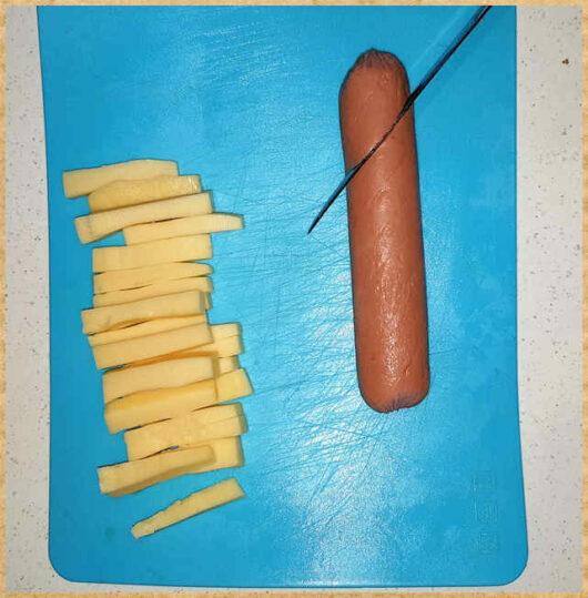Фото для статьи- делаем надрезы в сосиске
