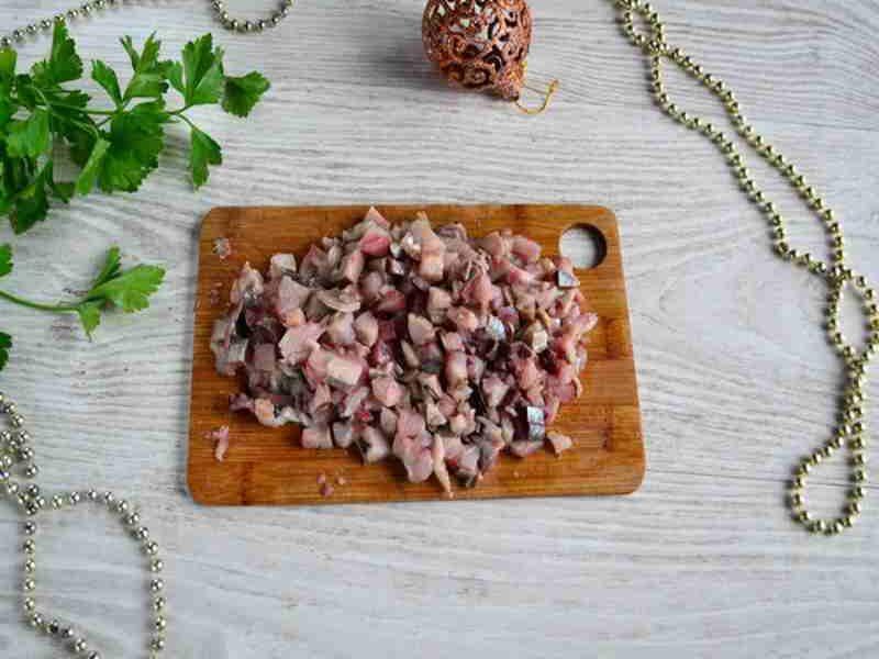 Филе сельди кусочками для салата Селедка под шубой