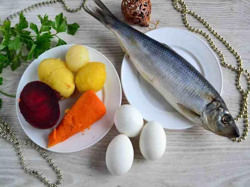 Ингредиенты для салата Селедка под шубой