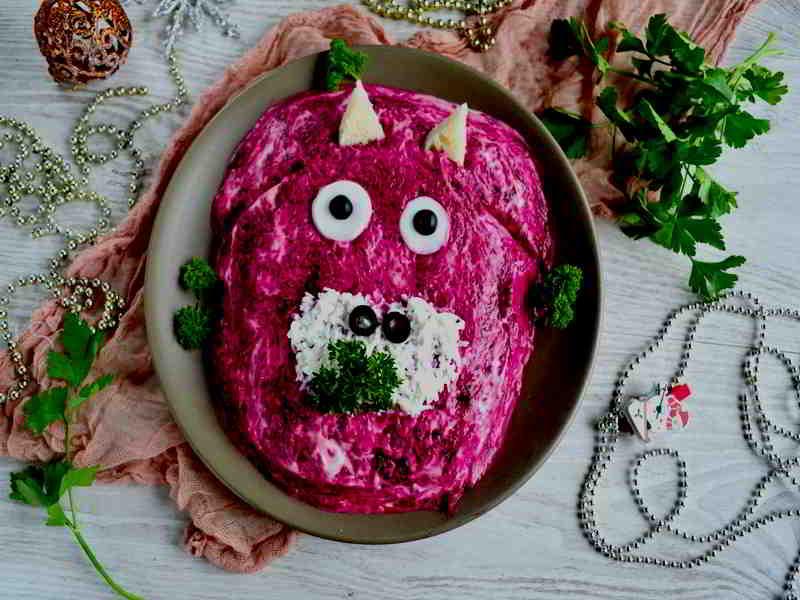 Украшаем салат в виде головы быка