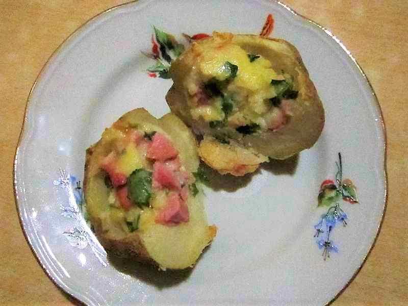 картофель, фаршированный и запеченный в духовке